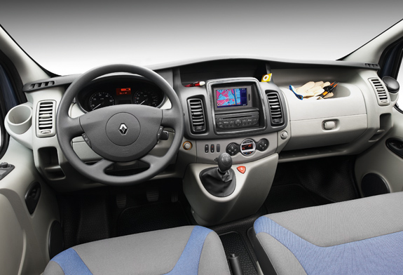 Renault trafic renault chateaudun chateaudun for Interieur trafic 9 places